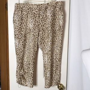 Zenergy Golf by Chico's Size 2.5 Leopard Crop Pant
